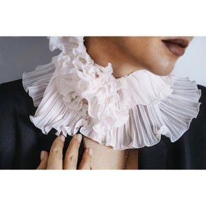 Jewelry - Ruffled Chiffon Collar
